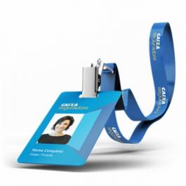 Crachá PVC com Cordão Personalizado     Corte Padrão 86x54mm, Chapinha e Jacaré com argola metálicos
